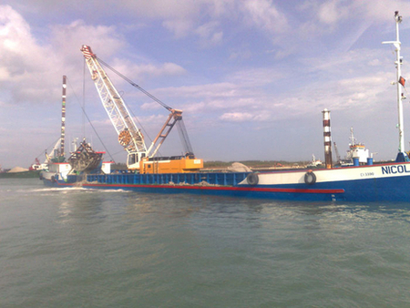 The Nicola Z. while performing the cleaning of the seabed for the Mose
