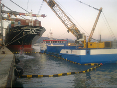 A phase of the ecological dredging in La Spezia