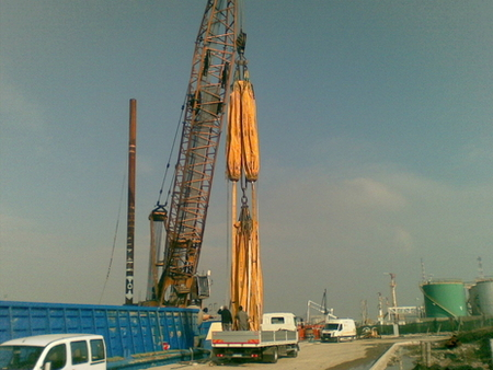 Overload test of the HS895 crane motopontone Fernando